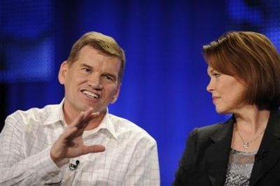 Ted Haggard (L) & wife, Gayle, answer questions. (Photo by Phil McCarten/Reuters)