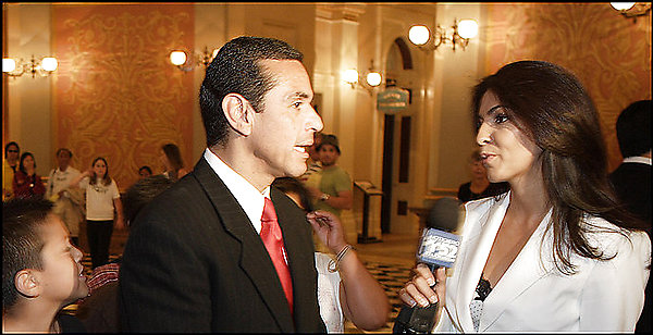Mirthala Salinas interviews Los Angeles Mayor Antonio Villaraigosa in 2006