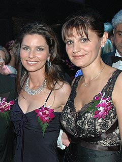Marie-Anne Thiébaud (right) with Shania Twain in 2006, Photo by: F. Ferrand